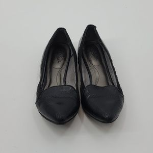 "Life stride ""quick step"" pointy toe flex flats."